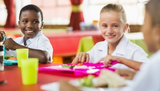 children-having-lunch-school-cafeteria_700x400